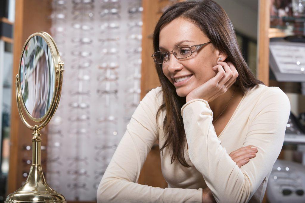 Prečo sú okuliare lepšie než kontaktné šošovky?